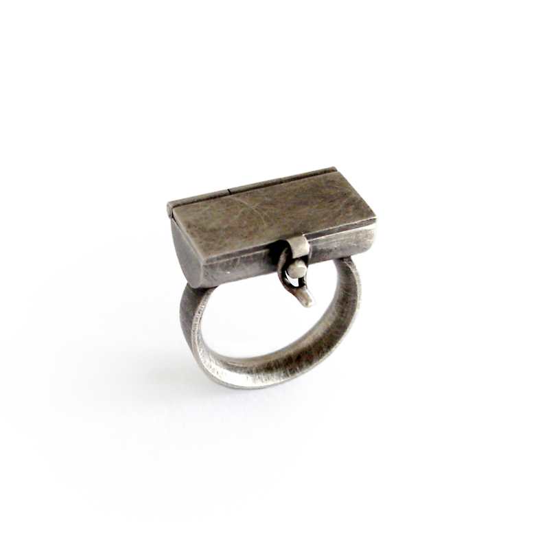 Treasure Chest, Ring, sterling silver, fine silver, 24ct gold, resin, 2006